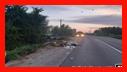 عملیات نجات آتش نشانان در پی سقوط خودروی سواری در کانال آب/ آتش نشانی رشت
